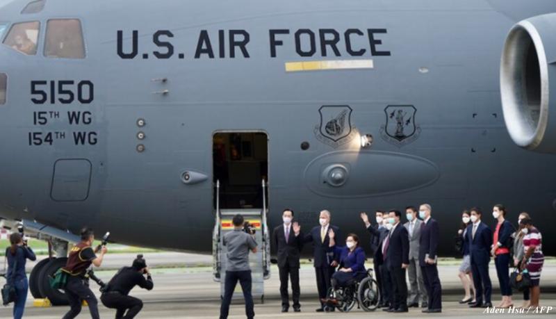 Avião militar dos EUA transporta vacinas para Taiwan